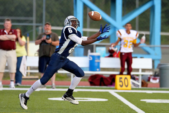 Jeavonte Dunn catches a pass from Kelechi Madubuko